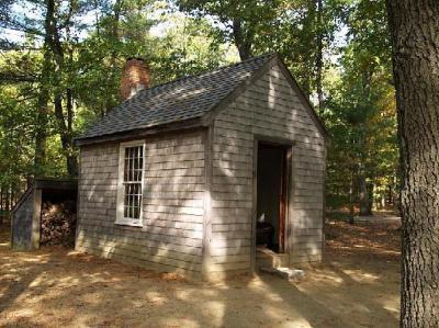 Réplica de la cabaña de Thoreau, construida donde vivió.