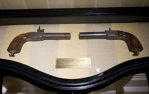 Con una de estas pistolas (expuestas en el Museo del Romanticismo, en Madrid) se quitó de en medio don Mariano José, o eso se dice.